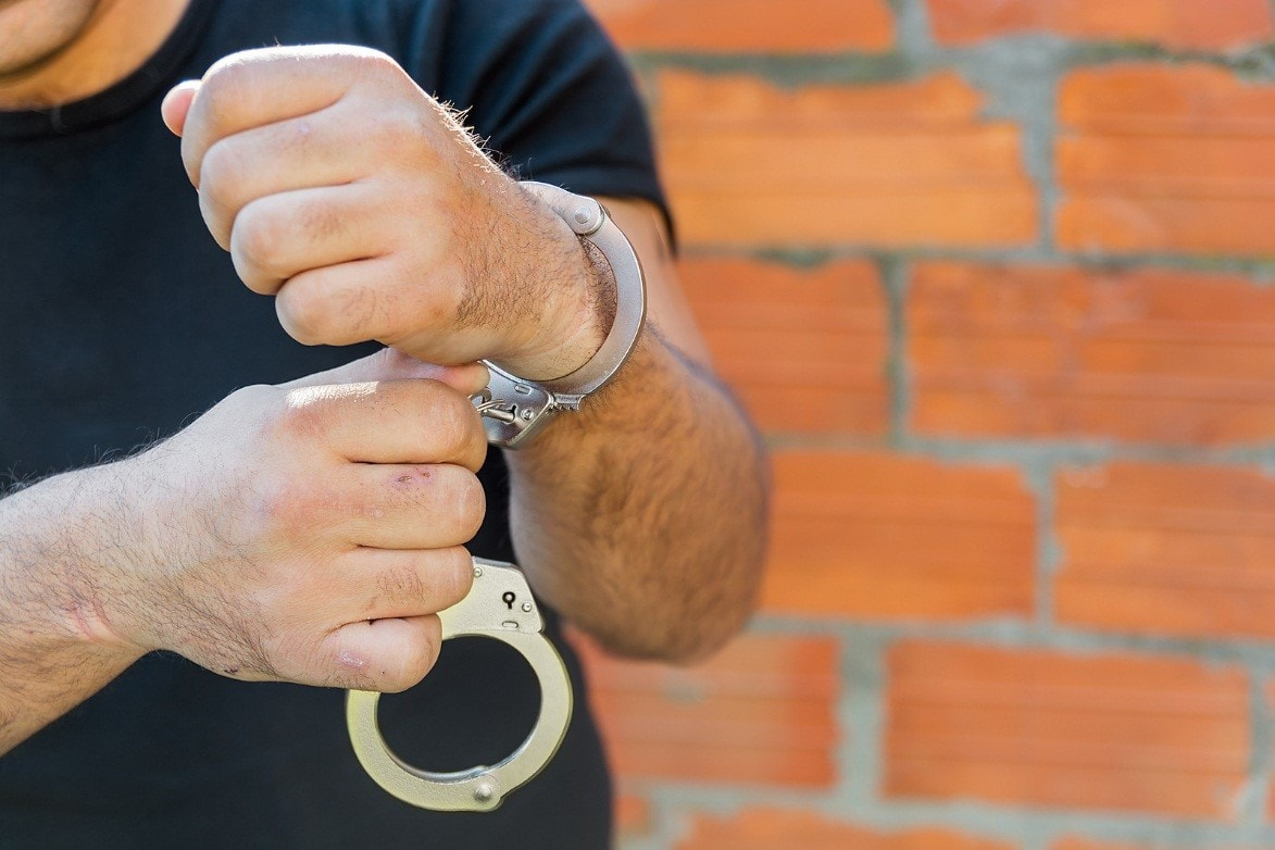 Cash and Bail Bonds: Two Effective Ways to Get Someone Out of Jail